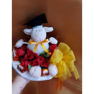 Virágcsokor plüssel csokival diploma kalappal