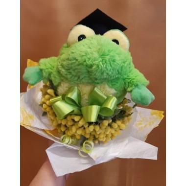 Virágcsokor béka plüssel diploma kalappal